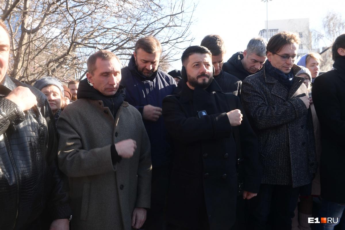 Михаил Галустян и Михаил Пореченков (во втором ряду)