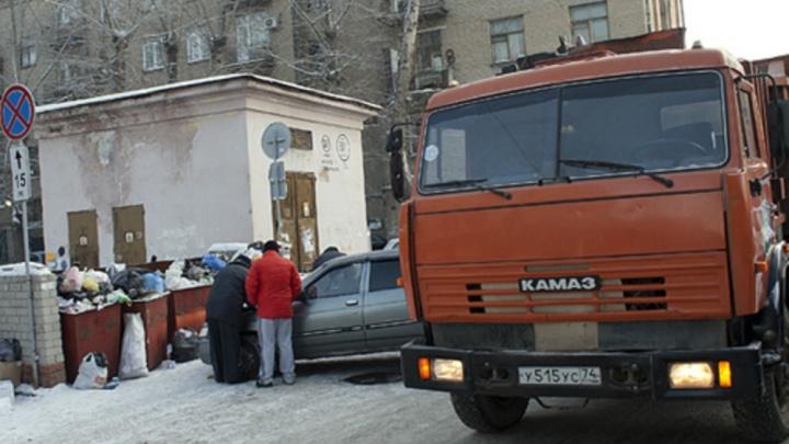 В Челябинске из квартиры сотрудницы клининговой компании вывезли четыре самосвала мусора