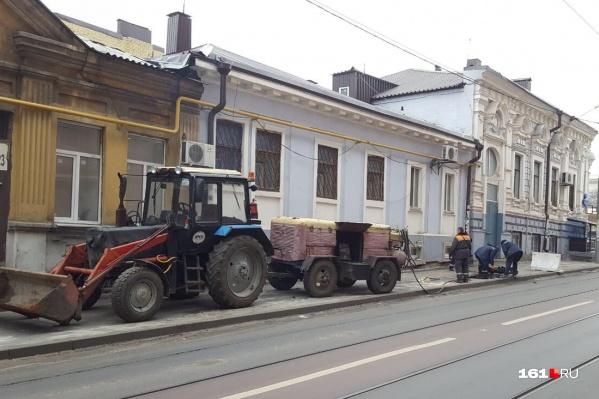 Ремонт тротуара у дома № 45 по улице Станиславского