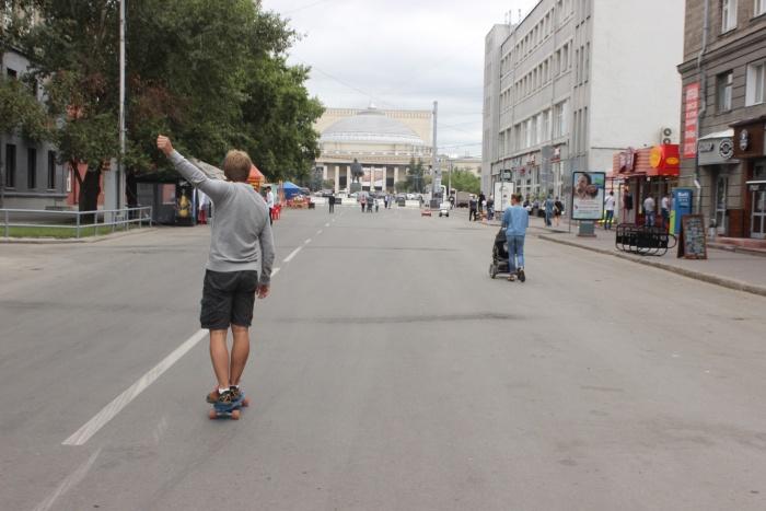Больше всего радуются пешеходным улицам любители скейтов и велосипедов. Фото Стаса Соколова