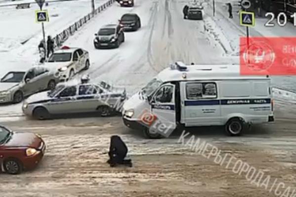 Авария попала на камеры уличного наблюдения