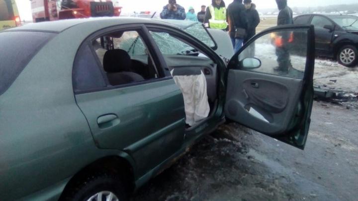 В Башкирии столкнулись «Лада-Гранта» и «Нексия»: пострадали три человека