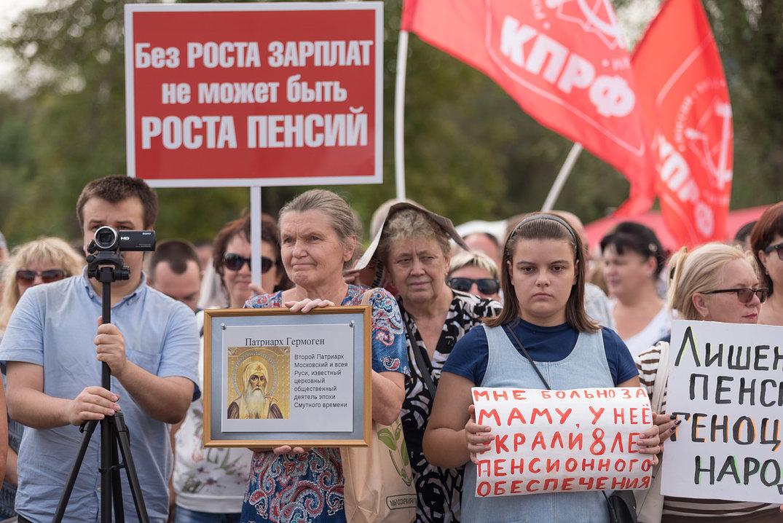 В рядах протестующих коммунистов нашлось место и таким портретам