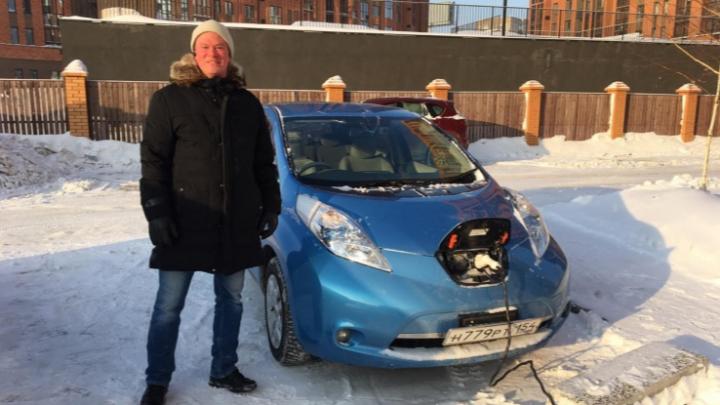 Новосибирцу запретили заряжать электрокары на подземной парковке — он спустил розетку с седьмого этажа
