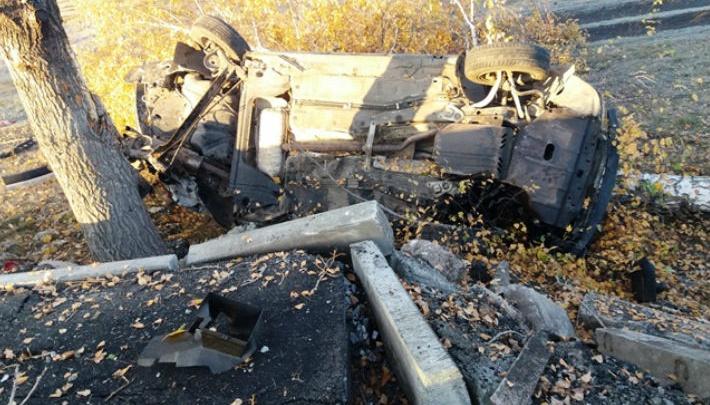 Отметили покупку: в Башкирии юная родственница угнала машину дяди и разбилась