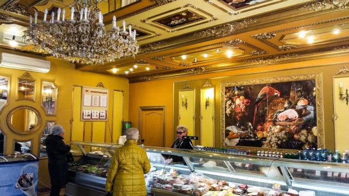 Колбаса в роскошном интерьере: смотрим на необычный продуктовый магазин в Нижнем Новгороде