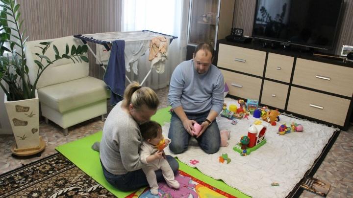 У родителей, которых обвиняют в покупке ребёнка, отберут девочку. Стало известно решение суда