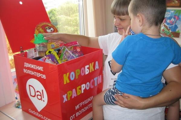 После неприятной процедуры ребенок сможет выбрать из коробки храбрости любой понравившейся подарок