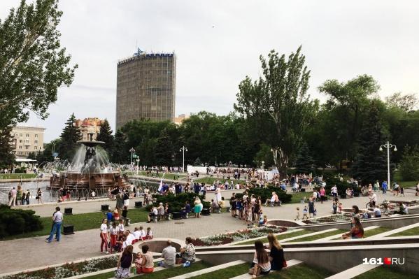 Ближе к вечеру в Ростове начались массовые гулянья