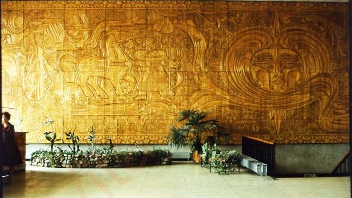 Утерянное историческое панно из Речного вокзала выставили на торги за 300 тысяч долларов