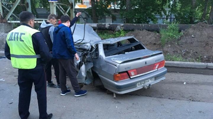 В Башкирии ВАЗ-2115 перегородил трассу, опрокинувшись на крышу