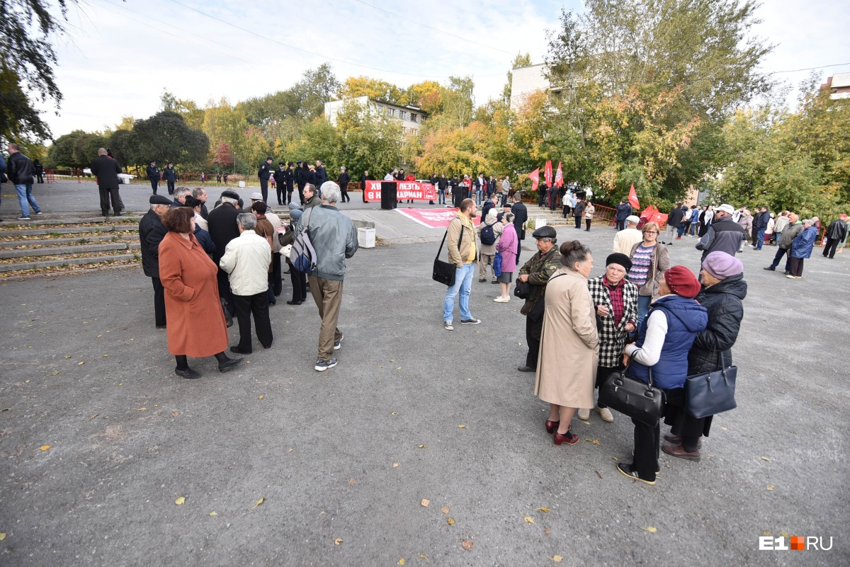В Екатеринбурге прошли сразу два скучных митинга против пенсионной реформы
