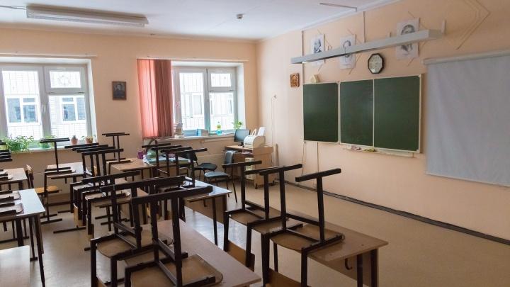 В самарской школе №46 наконец-то заделали рухнувший потолок