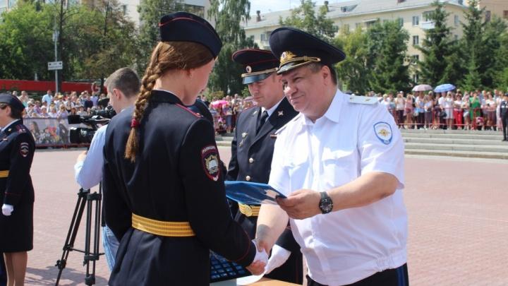 Гарнизон уральской полиции пополнился сотней молодых выпускников юридического института МВД