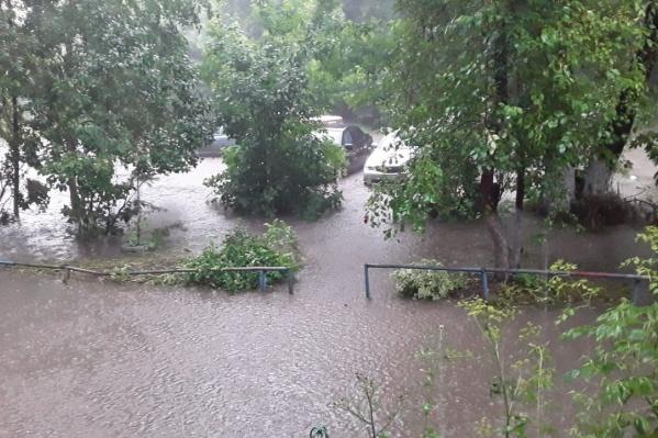 Город Обь ушёл под воду после мощных ливней в середине июля