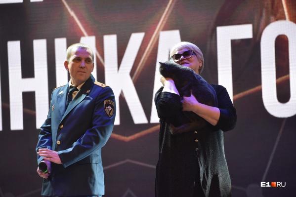 Пожарный Михаил Пашкевич и спасенный им котик