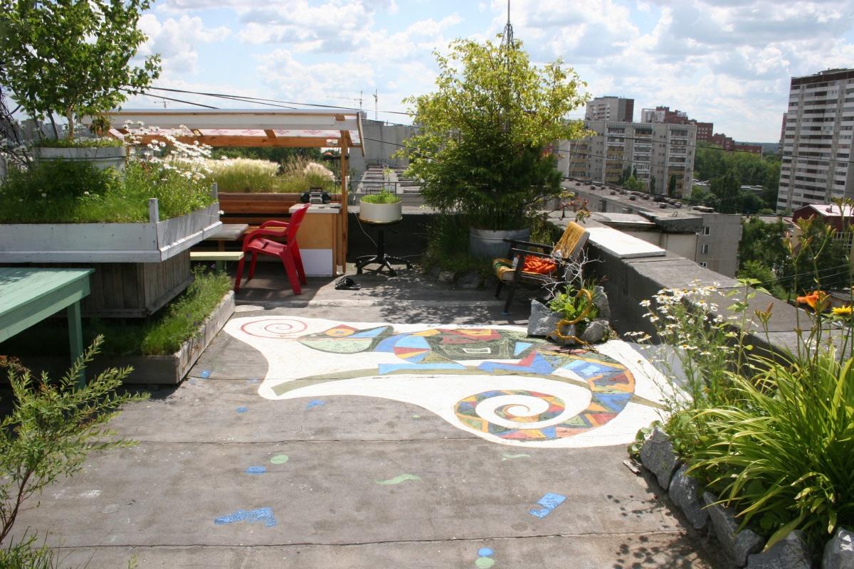 По словам Николая Ивановича, сад располагался ровно над его квартирой, не задевая чужие площади