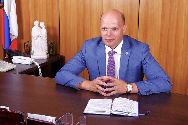 В должности главы Канавинской администрации Шаров проработал год, до этого являясь заместителем