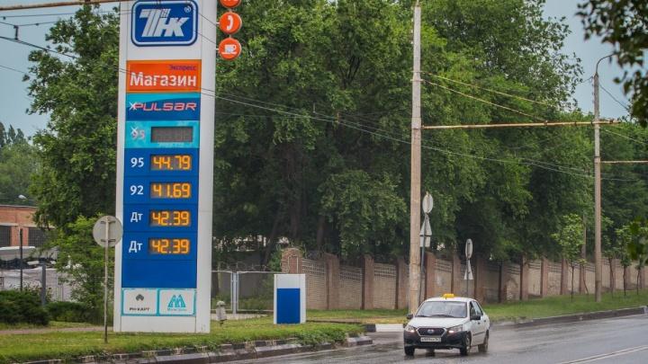 «Рост цен на бензин — единственный выход»: рассказываем, почему дорожает топливо