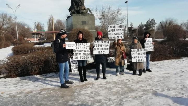 «Репрессии набирают обороты»: волгоградцы решили на морозе поддержать всех политзаключенных