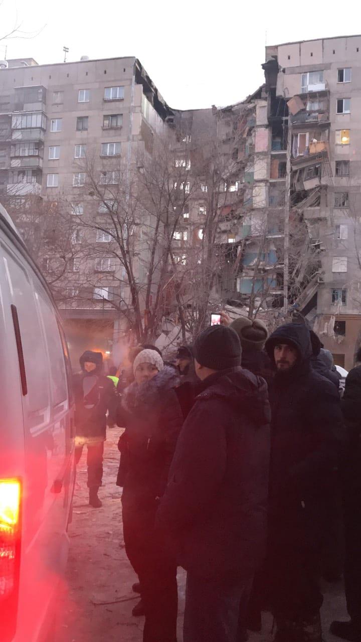 Людей из других подъездов отправили снова в свои квартиры