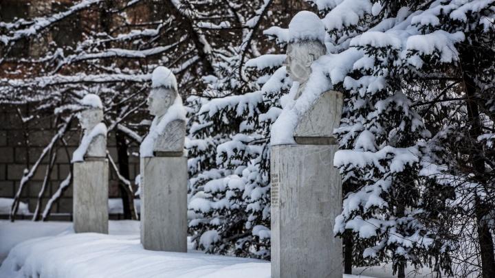 Весна задерживается: город засыпало мартовским снегом