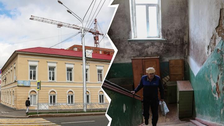 Жильцы памятника архитектуры: «Развешиваем белье во дворе, ходим с ведрами до ямы, моемся на улице»