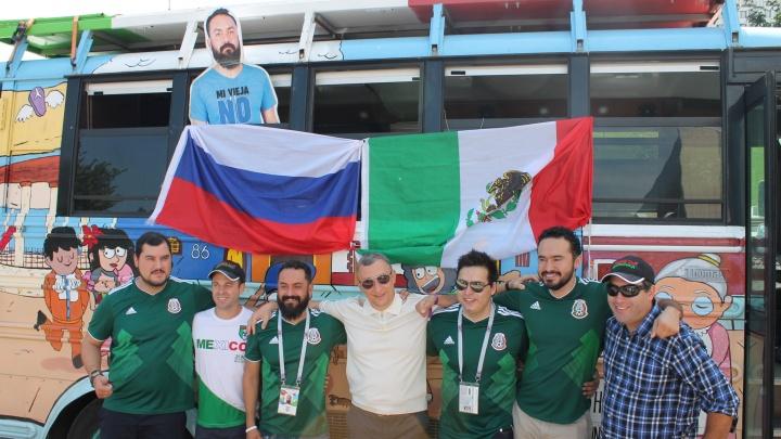 Живой и картонный: мексиканец Хавьер, который стал мемом, прибыл в Самару