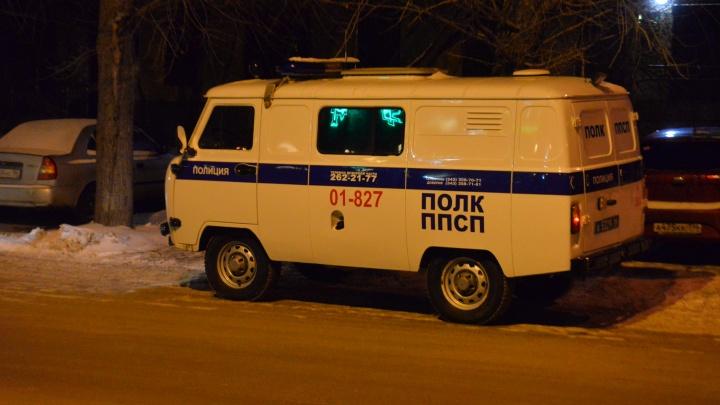 «Стреляли из автомата и били посетителей»: в Березовском компания мужчин устроила дебош в трех барах