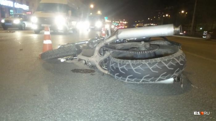 Мотоциклиста доставили в больницу № 23