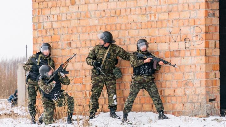 300 силовиков против двоихбеглецов: в Омске прошли масштабные учения УФСИН