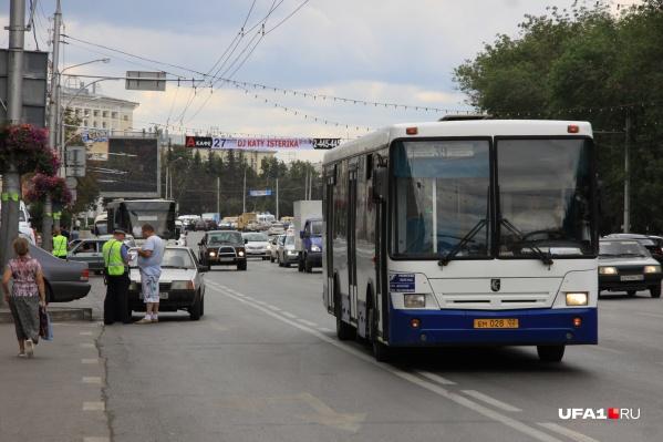 Беспечный водитель управлял автобусом самой крупной компании-перевозчика в республике