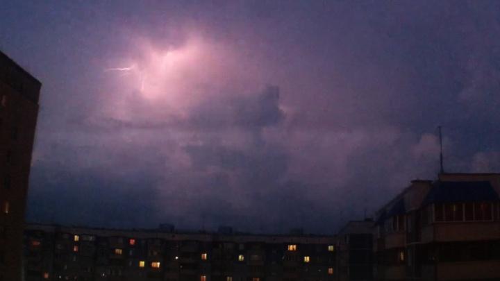 Над Новосибирском вспыхнули живописные молнии