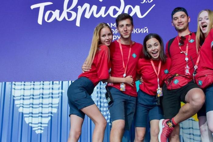 Модельер создал униформу для форумчан «Тавриды»