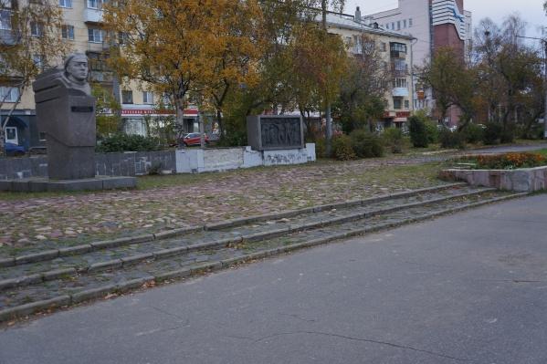 Подозрительный предмет обнаружили рядом с памятником Роману Куликову — место было оцеплено