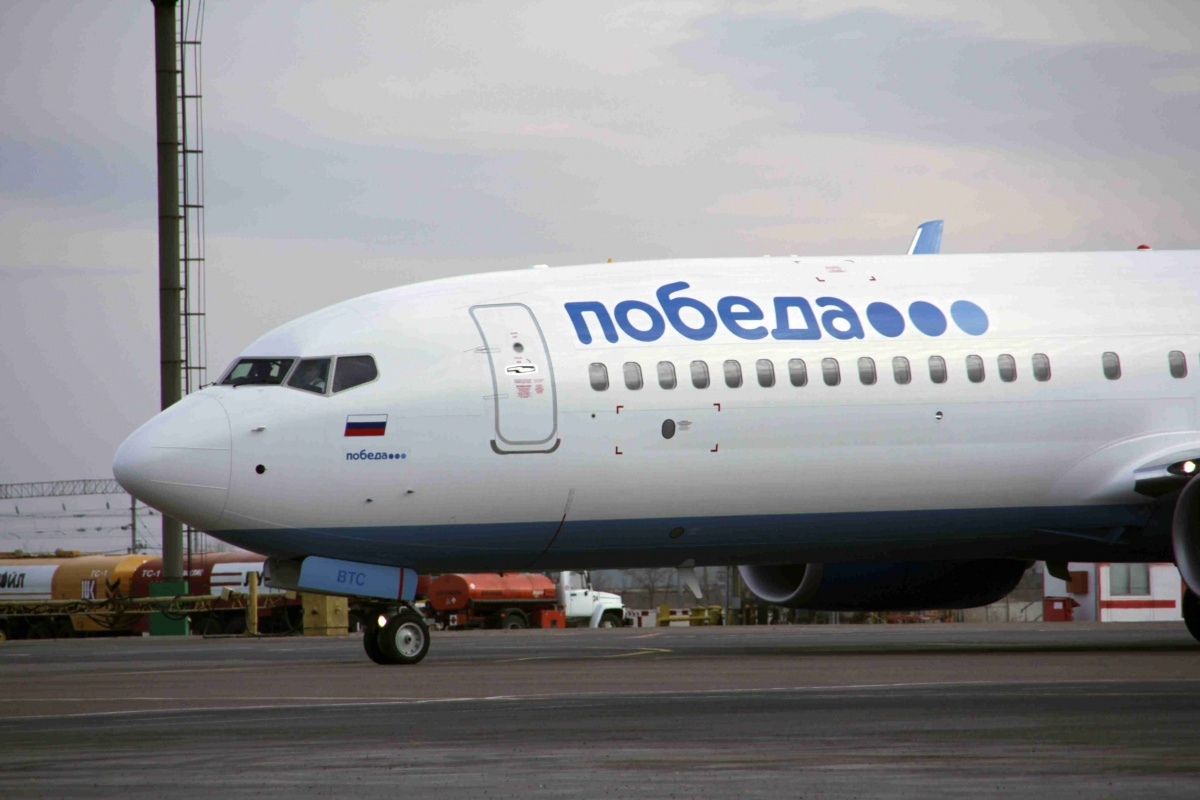 Из-за ветра самолет Москва-Волгоград приземлился вАстрахани