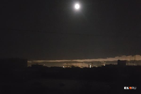 Жители Уралмаша говорят, что света не было во всем районе