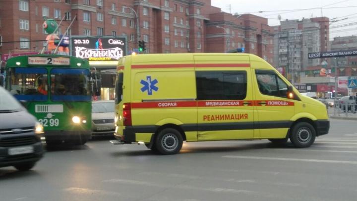 Троллейбус с «Тойотой» попали в ДТП на проспекте Димитрова и собрали пробку