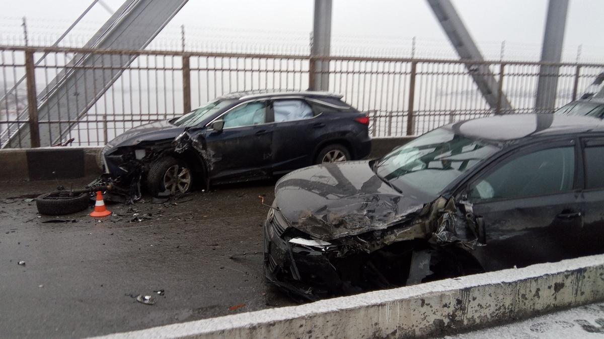 Столкнулись две машины марки Lexus, а также «Лада» иVolkswagen
