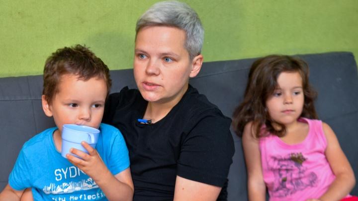 Екатеринбурженка, у которой отобрали приемных детей из-за удаленной груди, сбежала в Испанию