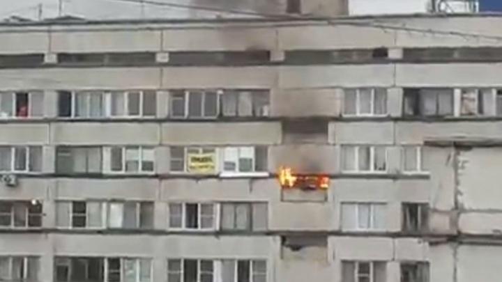 «Загорелся диван»: в Челябинске из-за пожара эвакуировали общежитие