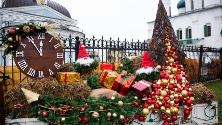 Ищем новогоднее настроение: 16 витрин в Ярославле, владельцы которых знают толк в праздниках