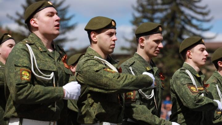 Красноярские срочники жаловались родителям на часть в Забайкалье, где парень расстрелял восьмерых
