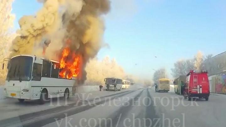 Под Красноярском вспыхнул пассажирский автобус