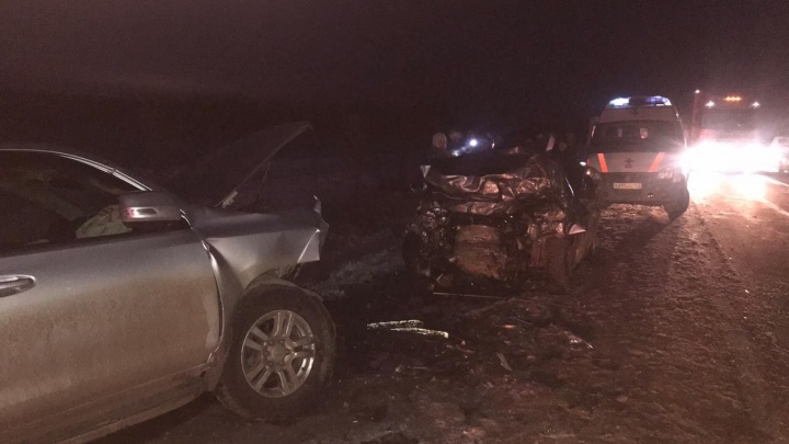 Погибли 4 человека: на трассе под Самарой лоб в лоб столкнулись Toyota и Vesta