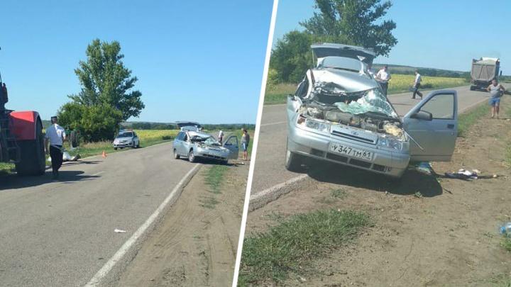 Врезался в трактор: три человека пострадали в ДТП в Ростовской области