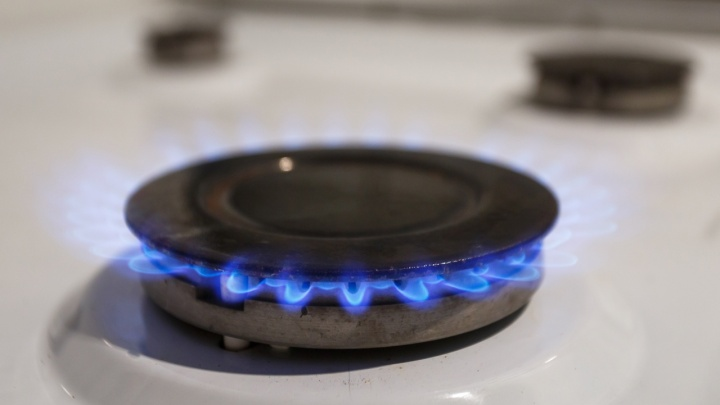В квартире потеплело: замерзающей в собственной квартире сироте подключили газ