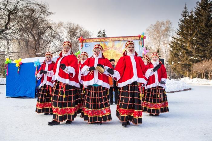Масленица проходит в Первомайском сквере до 15 часов