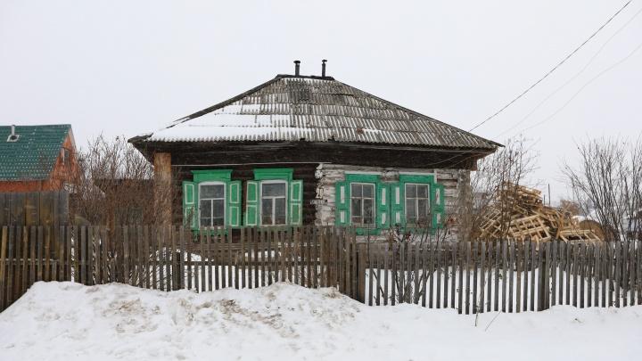 Жители дачного поселка Торгашино неделю сидят без электричества из-за должников