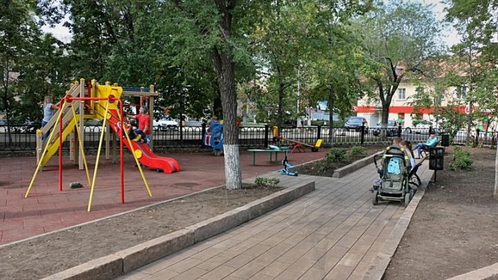 «И так сойдет!»: в самарских скверах деформировалось новое покрытие детских площадок